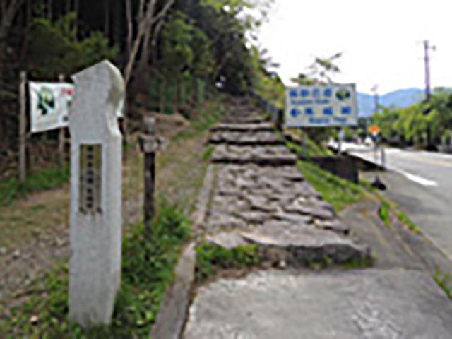 お寺からすぐの場所にある、熊野古道・伊勢路ルートの馬越峠・入り口