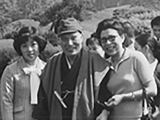 信徒とともに水前寺公園を散策される親先生