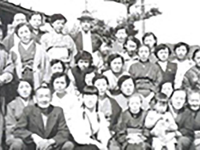昭和30年5月、香住での初親教を終えてお見送り。香住駅のホームにて