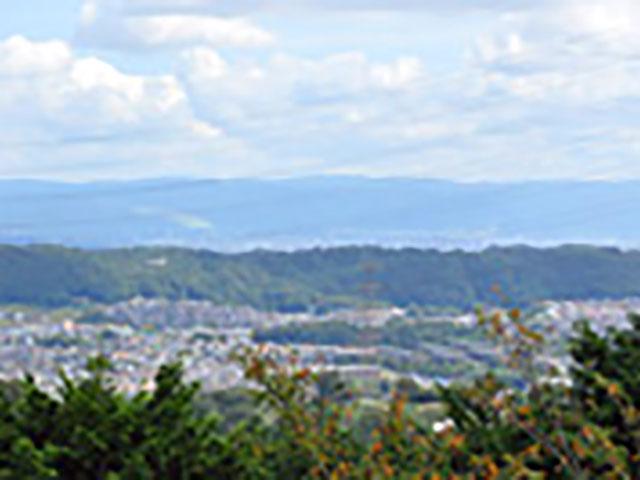 生駒別院から奈良市内の中心部を望む