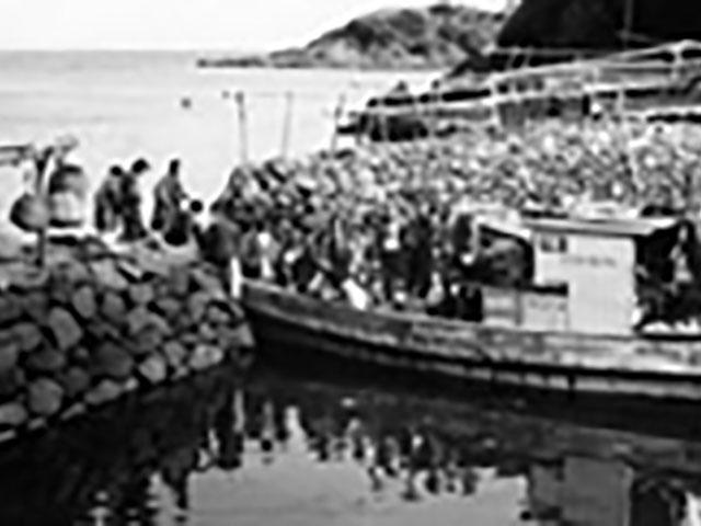 昭和29年、九州各地へのご親教のおりに、小舟に乗って長崎・平戸にお立ち寄りになった親先生
