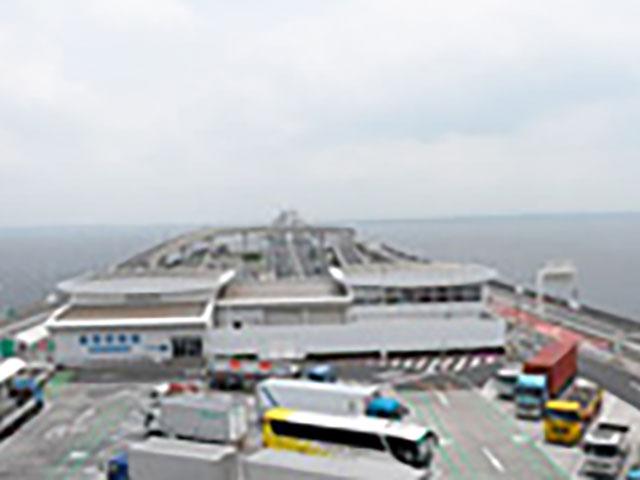 千葉県木更津市と神奈川県川崎市を結ぶ高速道路・東京湾アクアライン