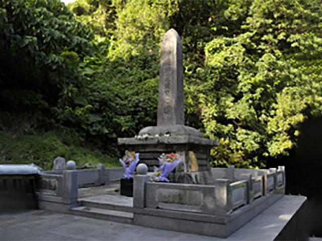 沖縄師範健児(しはんけんじ)之塔