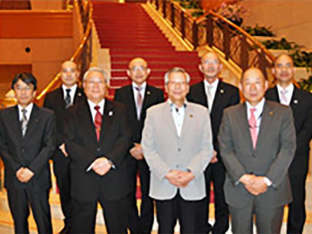 左前列から吉田制作調整部部長/小川元市議会議長/工藤市長/表教育長