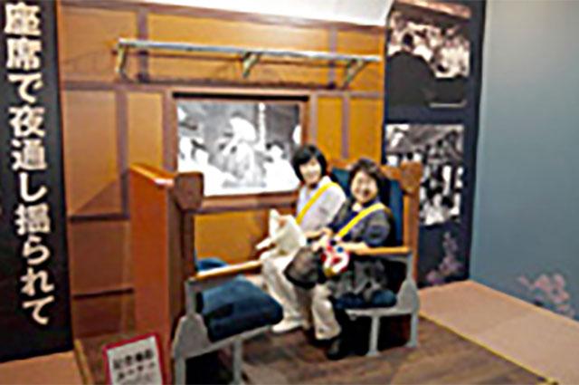 昭和20~30年代の三等列車の座席を再現したコーナー