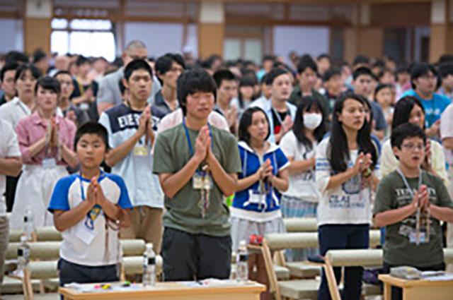 若い信者たち